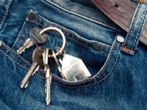 House keys in the jeans pocket to illustrate pocket listings